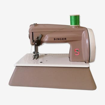 Small sewing machine singer vintage child