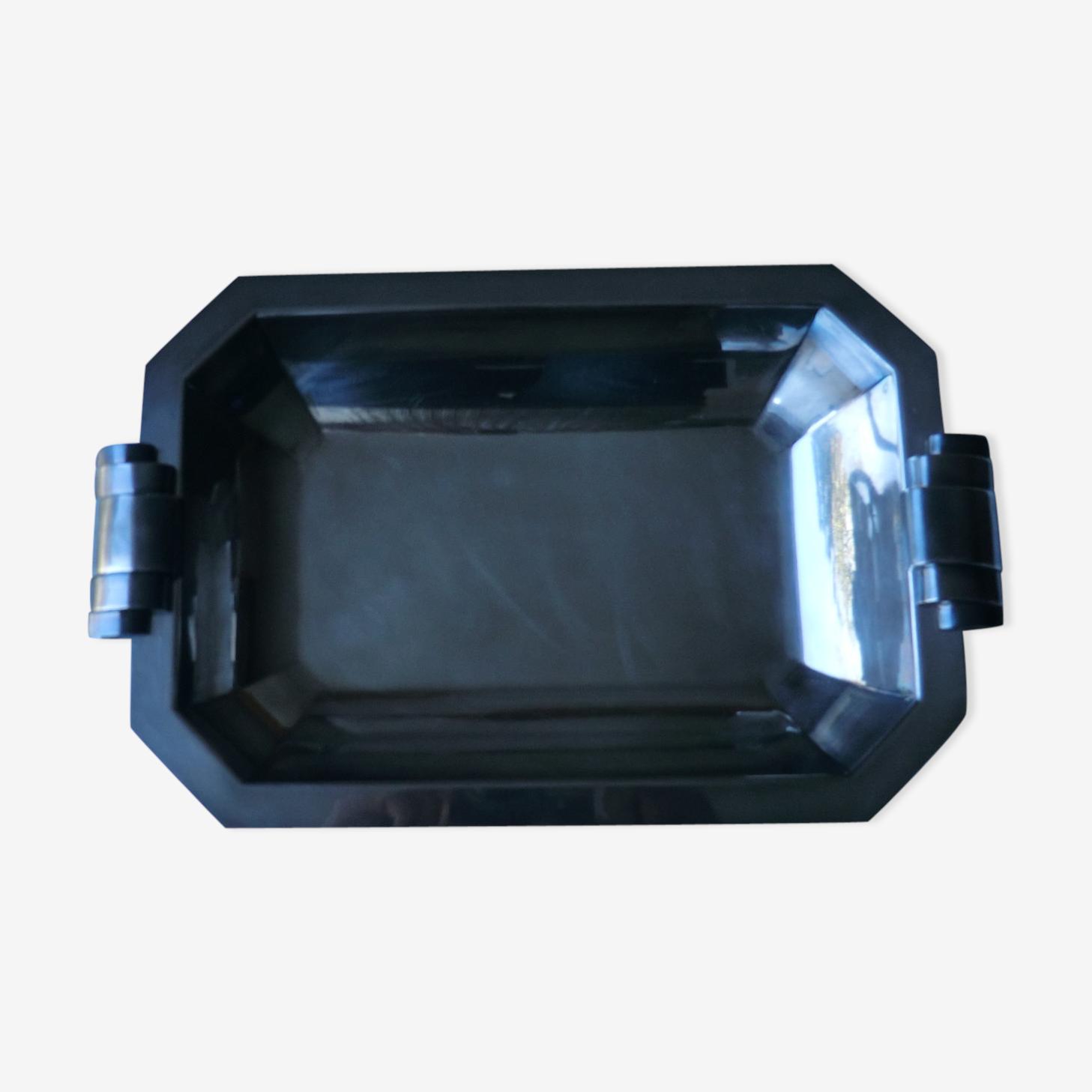 Hollow rectangular dish
