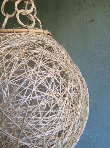 Suspension boule en corde et rotin
