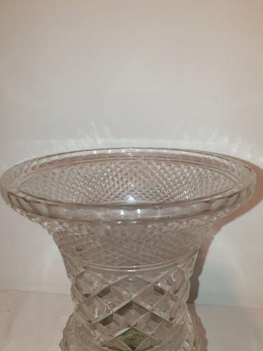 Vase coupe en cristal  bronze et laiton style Louis XVI