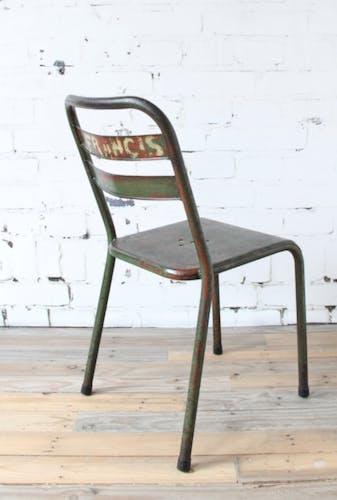 Chaise en métal vert
