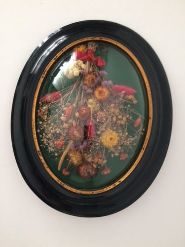 Napoleon III bulging glass wood frame, dried flowers