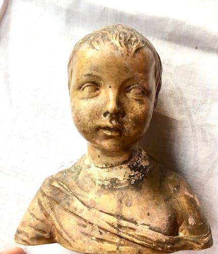 Buste en terre sculptée