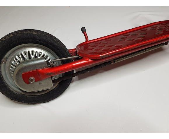 Ancienne trotinette à pédale rouge, années 60-70