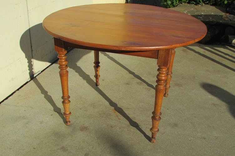 Round table in cherry, 1900s