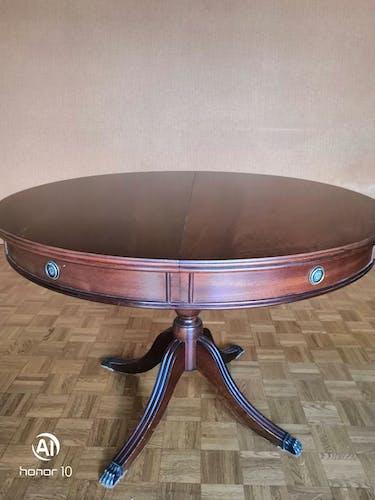 Table en merisier teintée acajou