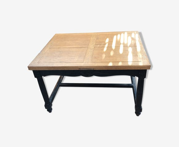 Dining table with solid oak extension sprayers