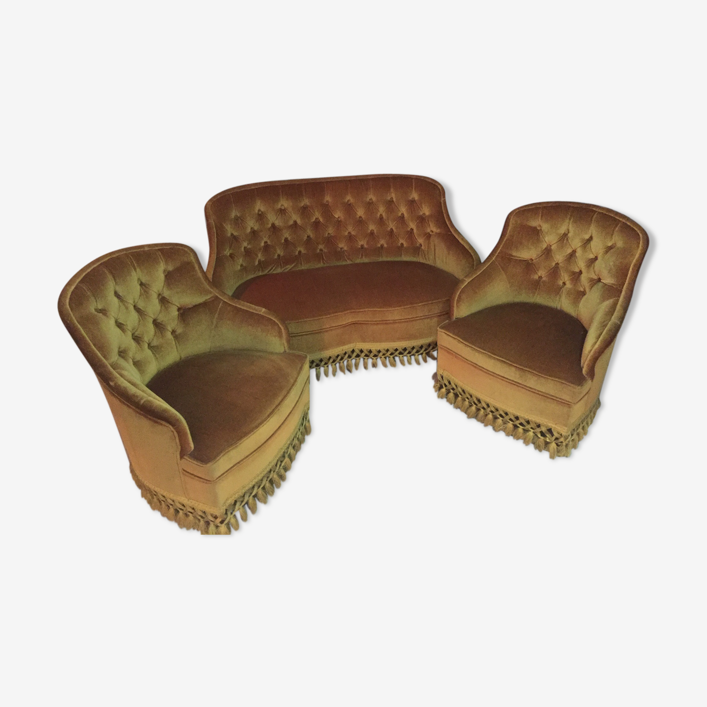 Ensemble canapé crapaud et deux fauteuils couleur or