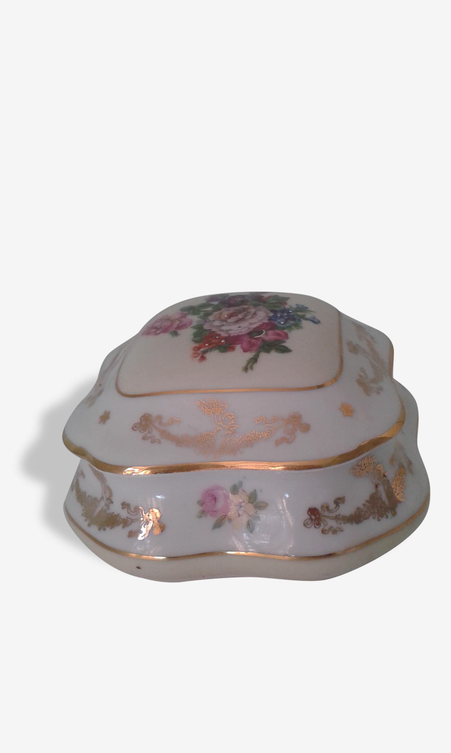 Adorable petite bonbonnière en porcelaine