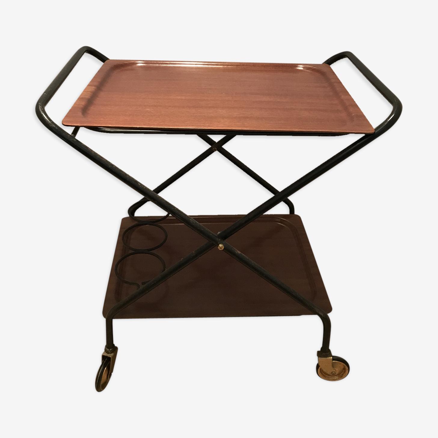 Folding serving table