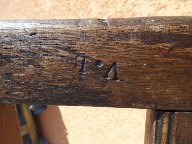 Chaise 19ème siècle de rempailleur monogramme VL