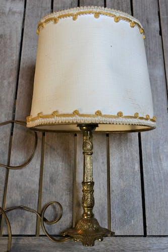 Pied de lampe en métal doré