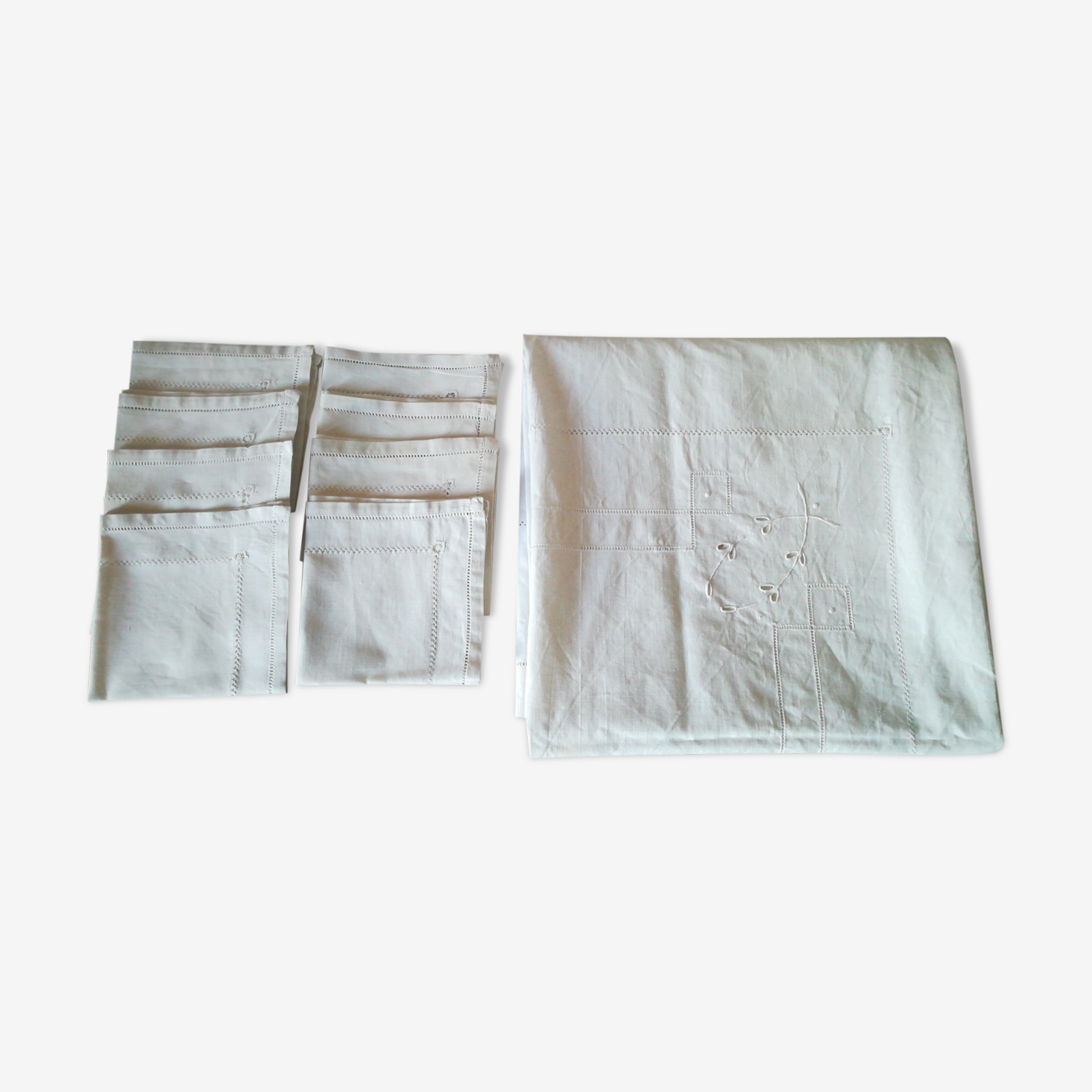 Nappe en coton a jours et ses 8 serviettes assorties