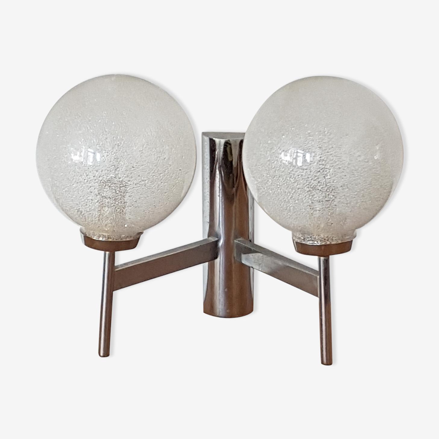 Applique en métal chromé, globe en verre 1970