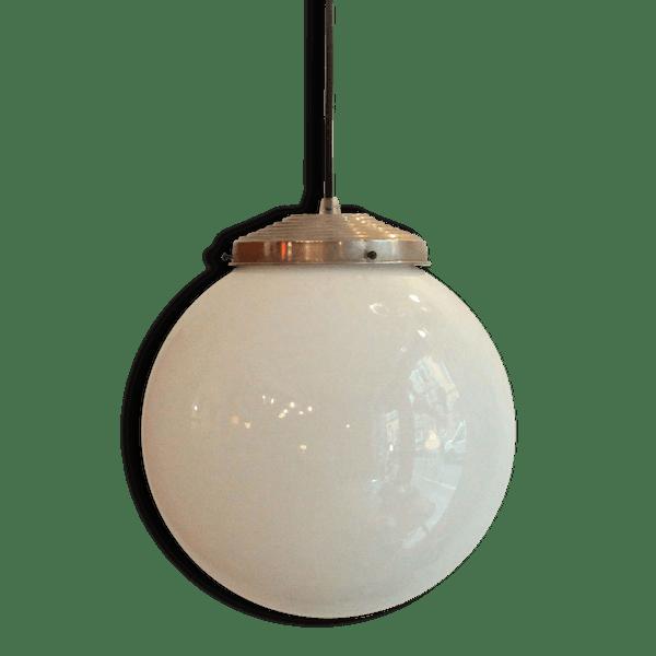 ancienne lampe suspension globe abat jour boule en verre opaline blanche diam tre 20 cm. Black Bedroom Furniture Sets. Home Design Ideas