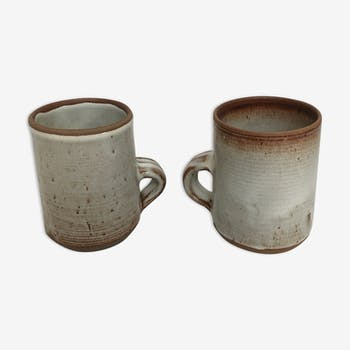 Lot of two sandstone mugs