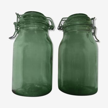 Lot of two old green jars