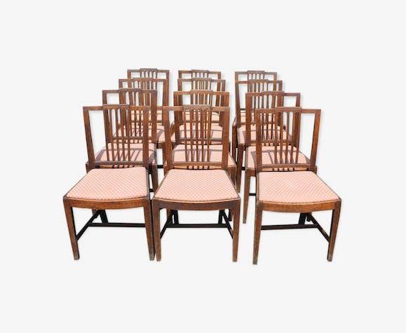 Ensemble de 12  chaises en chêne