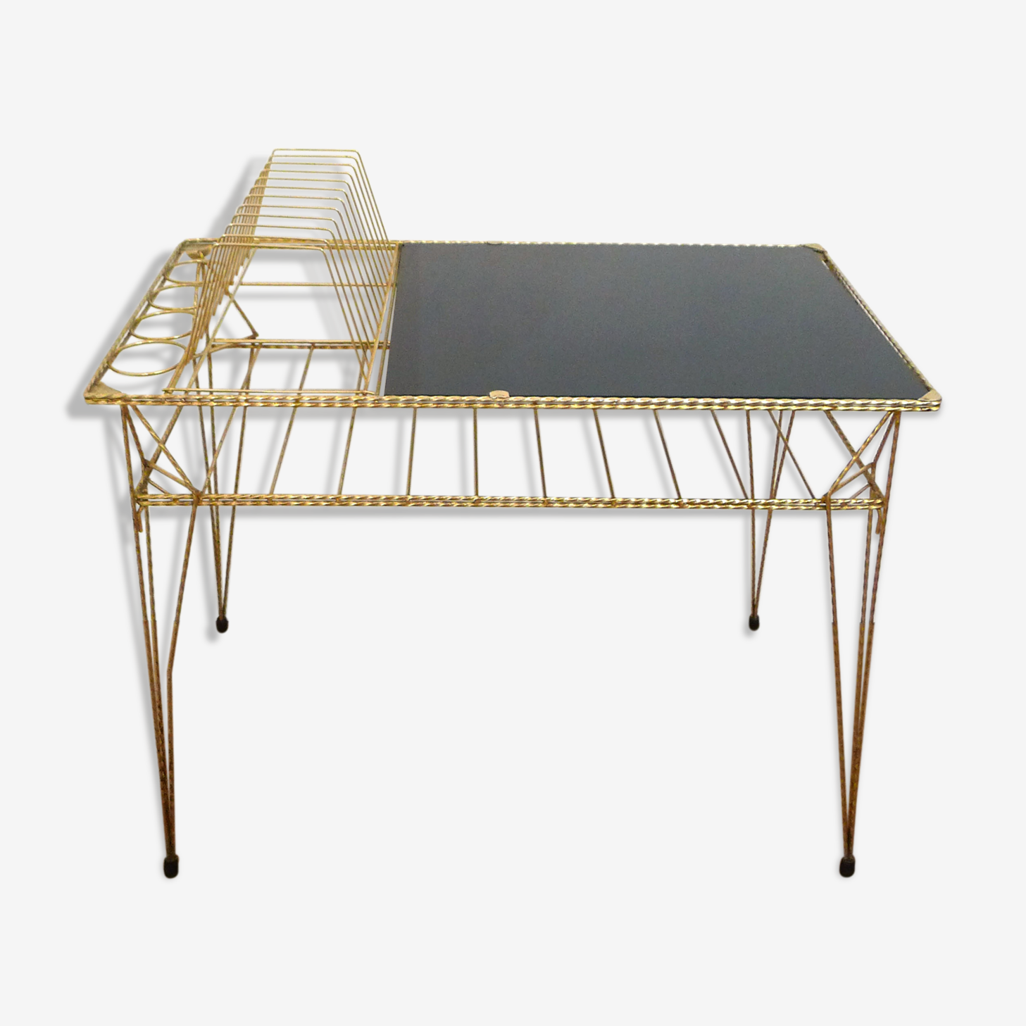 Table basse avec rangements vinyles métal doré et verre opalin noir