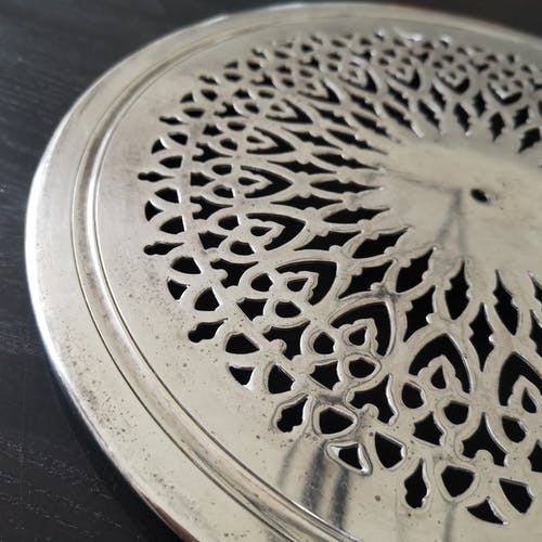 Dessus de plat métal argente