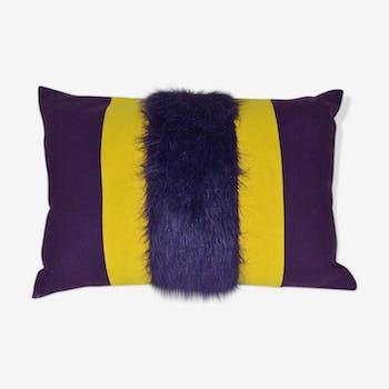 Coussin design fourrure coloris prune et jaune fait main