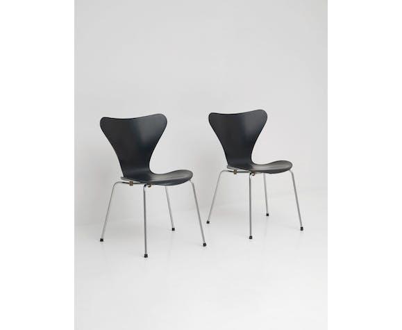 3107 series butterfly chair by Arne Jacobsen for Fritz Hansen