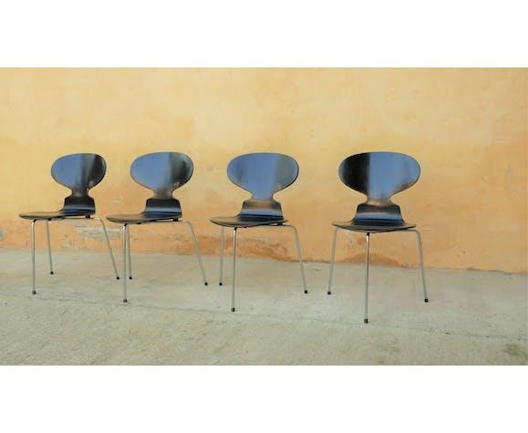 Chaise «Fourmi» par Arne Jacobsen pour les éditions Fritz Hansen