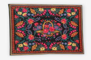 Tapis kilim en laine aux fleurs corail 241x164
