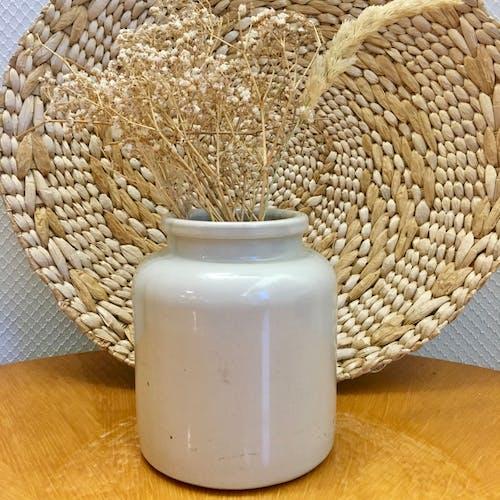 Pot en grès émaillé blanc ancien