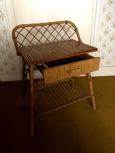 Table de nuit vintage en rotin