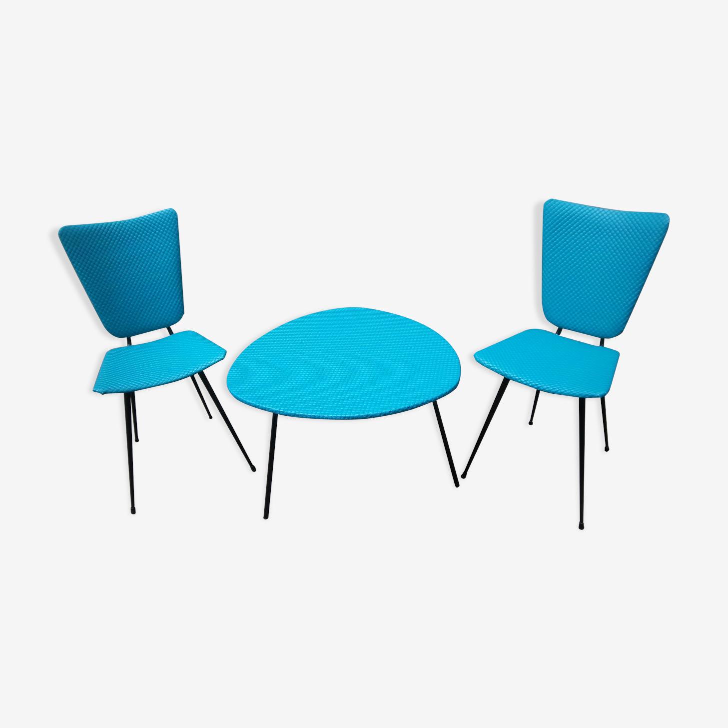 Lot de deux chaises et une table basse de 1950