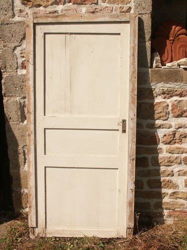 Porte placard ou réserve et son cadre