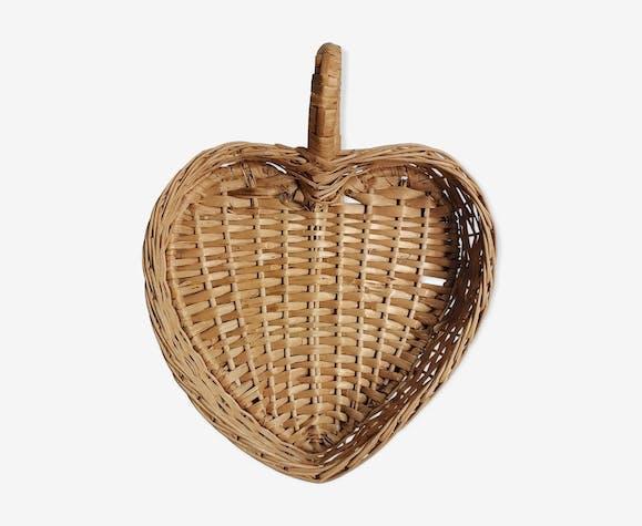 Panier en osier en forme de coeur