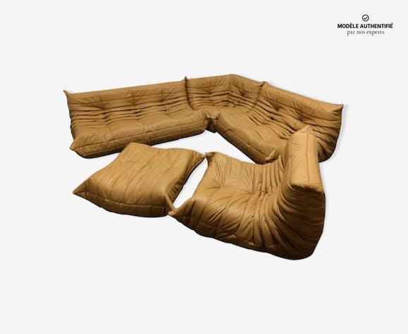 """Set de canapé """"Togo"""" en cuir moutarde par Michel Ducaroy pour Ligne Roset"""