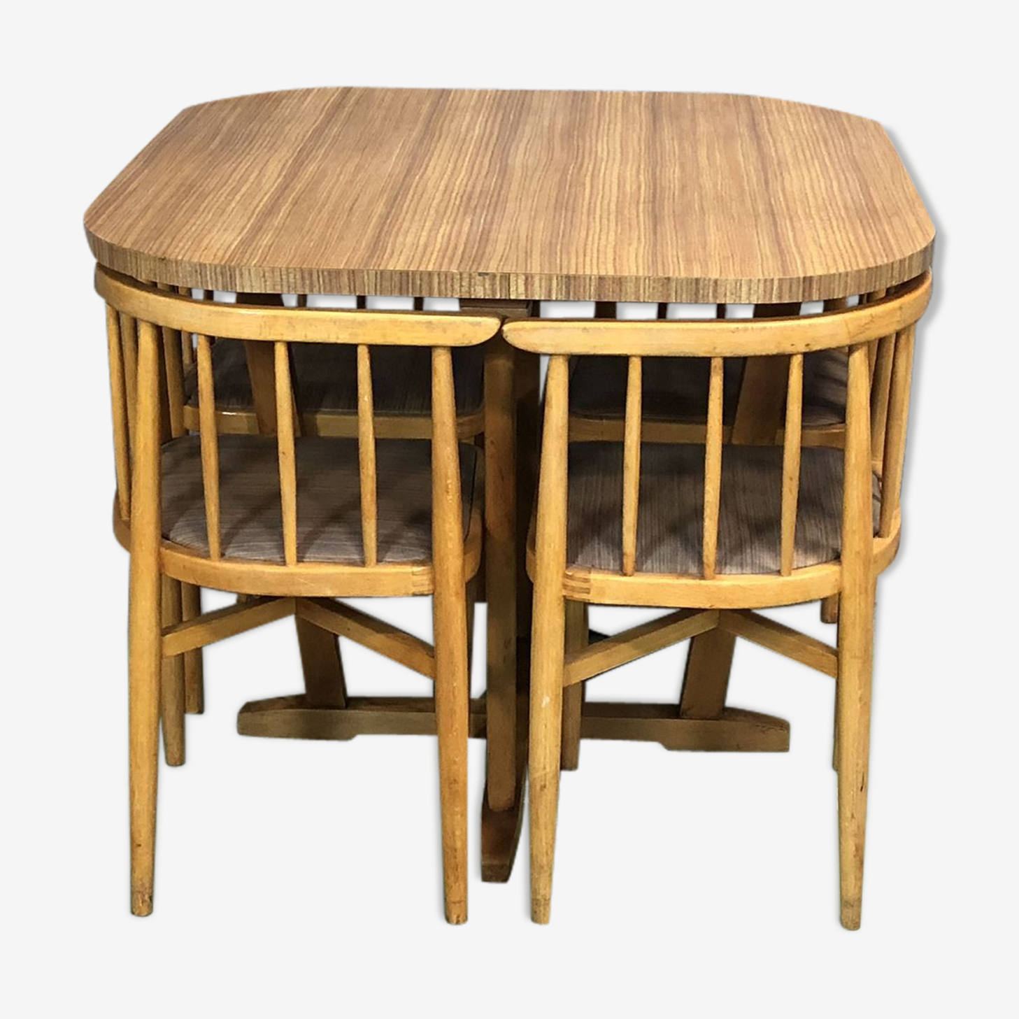 Table and 4 chairs of the 1970s in beech