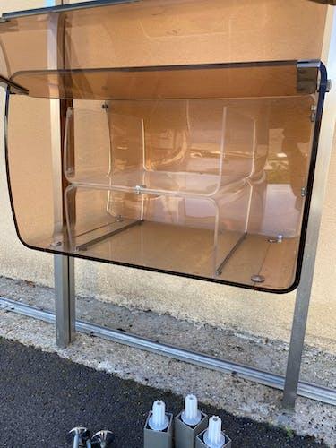 Étagère en plexiglasse et aluminium