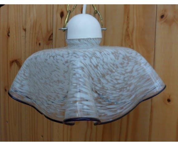 Suspension chamarée bord bleu en verre drapé style Clichy