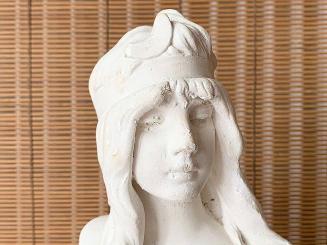 Buste de femme en plâtre Diane