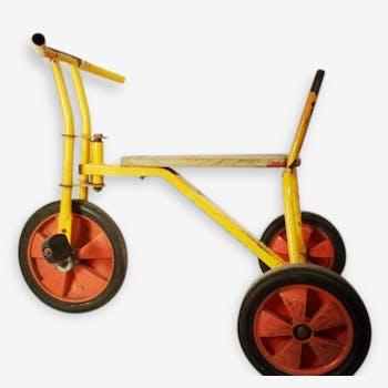 Vélo tricyle