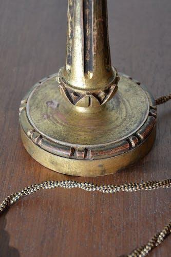 Pied de lampe en bois sculpté doré