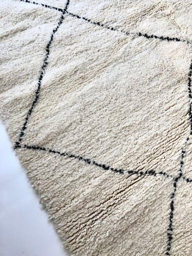 Tapis berbère marocain à losanges noirs 2,36x1,73m