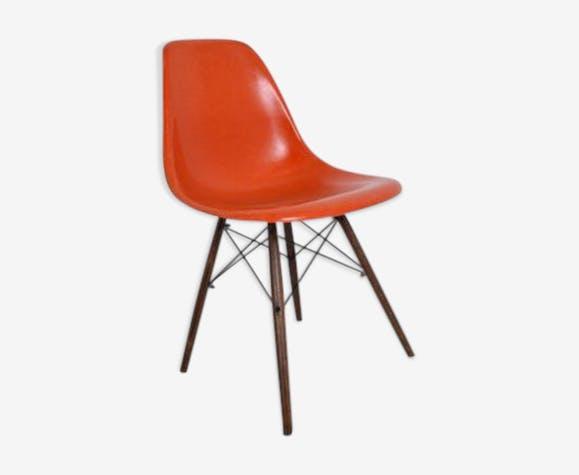 chaise charles et ray eames fibre de verre orange. Black Bedroom Furniture Sets. Home Design Ideas