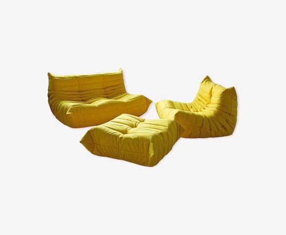 Canapé 2 places, chauffeuse et ottoman Togo en microfibre jaune par Michel Ducaroy pour Ligne Roset