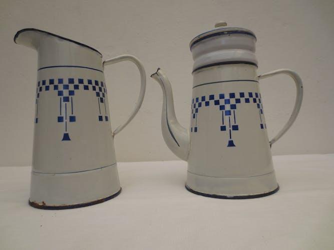 Ensemble cafetière et son pot émaillé décor Lustucru