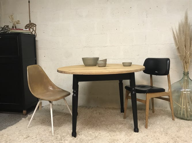 Round table raw wood - black