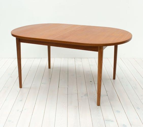 Table de salle à manger de forme ovale par Nils Jonsson pour Troeds, années 60