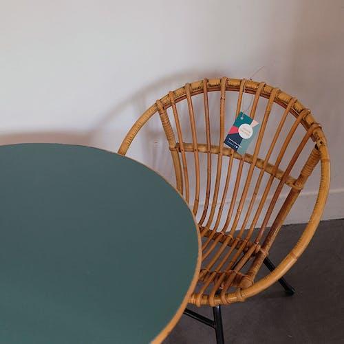 Fauteuil coquille et table en rotin
