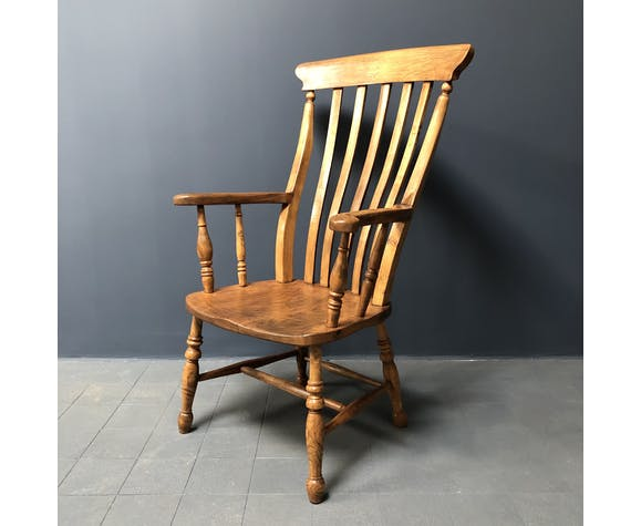 English Windsor chair with high back from the 1900s