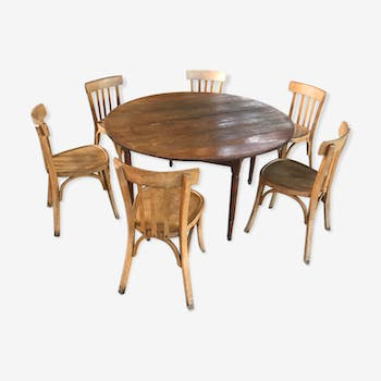 Round farm table 1850 and 6 bistro chairs