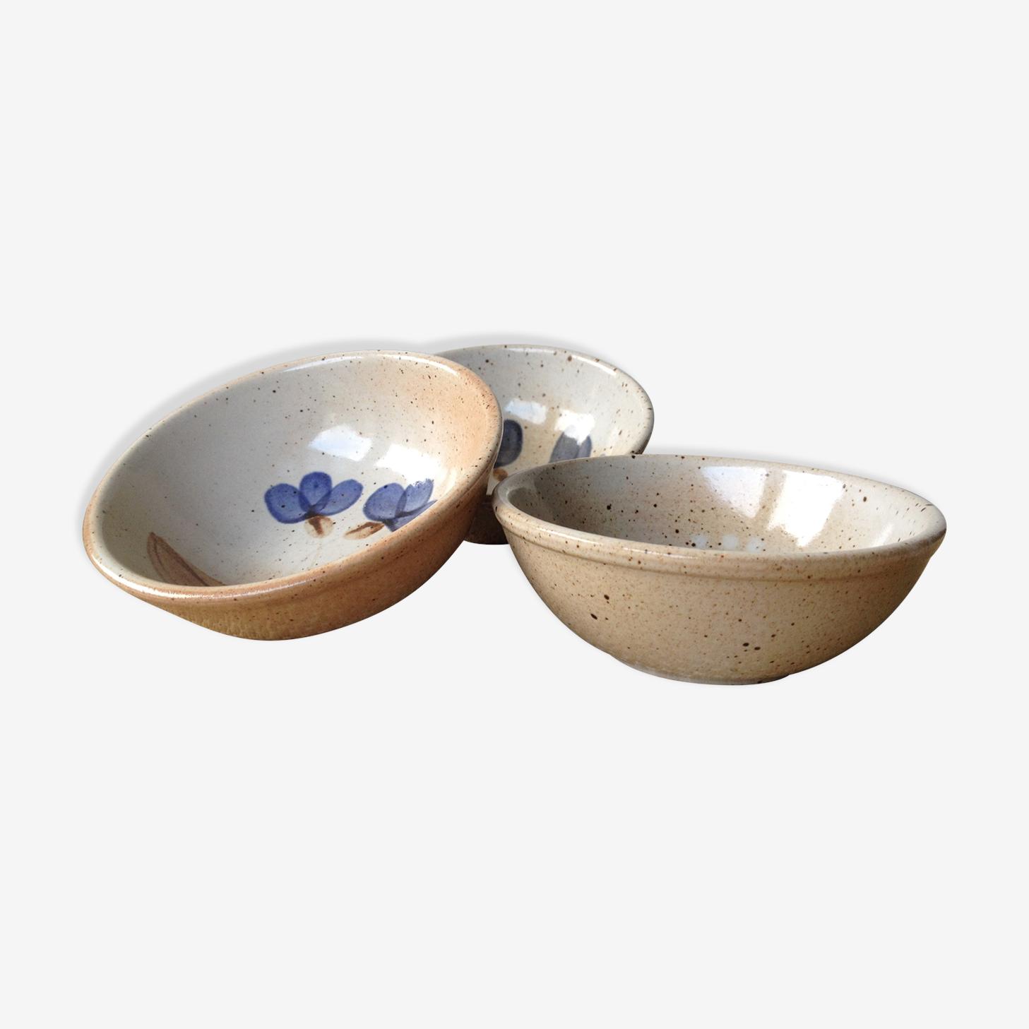 Trio de coupelles en grès du marais, motifs fleurs bleues